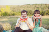 Couple  eating watermelon — ストック写真