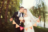 "Bride and groom with garland  "" in love "" — Стоковое фото"