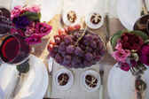 Decorated wedding table in the park — Stock Photo