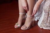 Panna młoda suknie ślubne buty — Zdjęcie stockowe