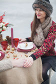 Beautiful girl in the park in winter, in a fur cap on a romantic — ストック写真