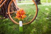 Wedding bouquet orange calla and orange bike — Stockfoto