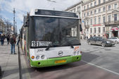 City bus at the bus stop. Saint-Petersburg — Stock Photo