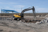Crawler excavator in the construction of the ring road. Kronstadt — Stock Photo