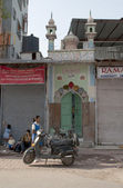 At the entrance of the old temple. New Delhi, India — 图库照片
