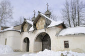 The gates of the Znamensky monastery in Velikiy Novgorod — Stock Photo