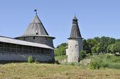 Pskov Kremlin. The tower are Flat and High (Voskresensk) — Stock Photo