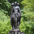 "Sculpture ""Three graces"" in Park complex ""Private cottage"". Oranienbaum — Stock Photo"