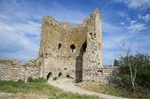 Die ruinen des alten turms. genueser festung in feodossija — Stockfoto