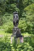 "View of the sculpture ""Three graces"". Oranienbaum — Stock Photo"