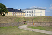 Fragment of the bastions of Hamina and the building of the school for reserve officers. Finland — Stock Photo