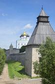 På väggarna av pskov Kreml — Stockfoto