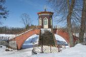 Cross the bridge to the Alexander Park. Tsarskoye Selo — Stock Photo
