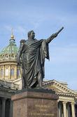 Monumento ao Marechal Príncipe mi kutuzov, perto de Catedral de kazan. São Petersburgo — Fotografia Stock