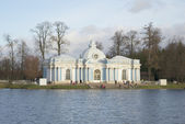 """A view of the pavilion """"Grotto"""" in the late autumn. The Catherine Park of Tsarskoe Selo — Stock Photo"""