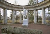 W kolumnady Apollo pochmurny dzień listopada. Pavlovsk — Zdjęcie stockowe