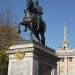 Monument to Peter the great in St Michael's (engineers) castle autumn day. Saint-Petersburg — Stock Photo