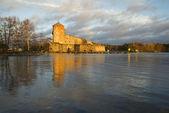 Olavinlinna castle in the rays of the setting sun. Savonlinna, Finland — Stock Photo
