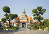 The entrance to the yard of the temple of Wat Arun. Bangkok — Stock Photo