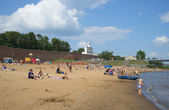 City beach under the walls of the Kremlin. Veliky Novgorod — Stock Photo