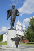 The monument to Alexander Nevsky in the background the Church of Boris and Gleb. Veliky Novgorod — Stock Photo