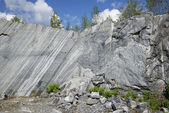 Fragment of marble walls in the old stone quarry. Ruskeala, Karelia — Stock Photo