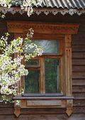 Okno stary dom tradycyjny rosyjski — Zdjęcie stockowe