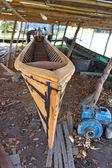 Rustik varvet med oavslutade båt — Stockfoto