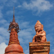Red statue in front of pagodin Bagan(Pagan) — Stock Photo #38628797
