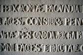 Vecchia iscrizione scolpita su pietra — Foto Stock