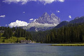 Mountain lake and resort — Stock Photo