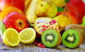 Kiwi and lemon fruits — Foto de Stock