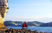 Czerwona żaglówka na rzekę tejo, portugalia — Zdjęcie stockowe