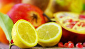 Half Lemon slices and berry of pomegranate — Stock Photo