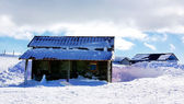 Hut in snow at Estrela moutain, Portugal — Stock Photo