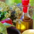Bottle of oliveoil and fresh vegetables — Stock Photo