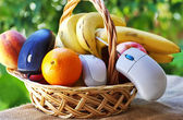 Online fruits and basket shopping — Stock Photo