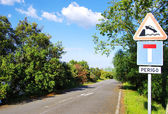 Roadsign dead end at lake — Stock Photo