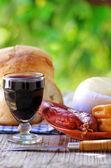 Chorizo, vino, formaggio e pane portoghese — Foto Stock
