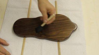 Toepassing van hout afwerking — Stockvideo