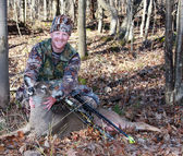 Bow hunter with whitetail deer — Stock Photo