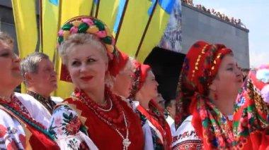 Vackra ukrainska kvinna — Stockvideo