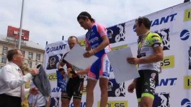 Winners of cycle race — Stock Video