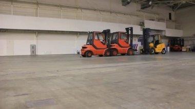 Lagring utrymme och truck lastare — Stockvideo