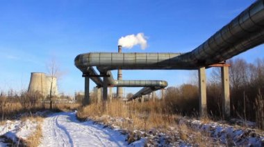 Cooling towers,smokestack and pipes of an electropower station — Stock Video