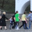 Youth gaming - round dance — Stock Video