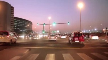 Dubai city traffic at night crossroad. United Arab Emirates — Stock Video