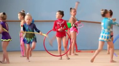 Training young gymnasts — Stock Video