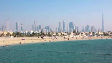 Jumeirah beach, Dubai downtown and Burj Khalifa United Arab Emirates — 图库视频影像