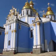 Mikhailovsky Golden-Domed Monastery on Mikhailovskaysquare in Kiev, Ukraine — Stock Video #21495195